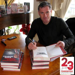 """Champions League Dreams' Mit Jamie Carragher signiertes Buch & Rafa Benitez"
